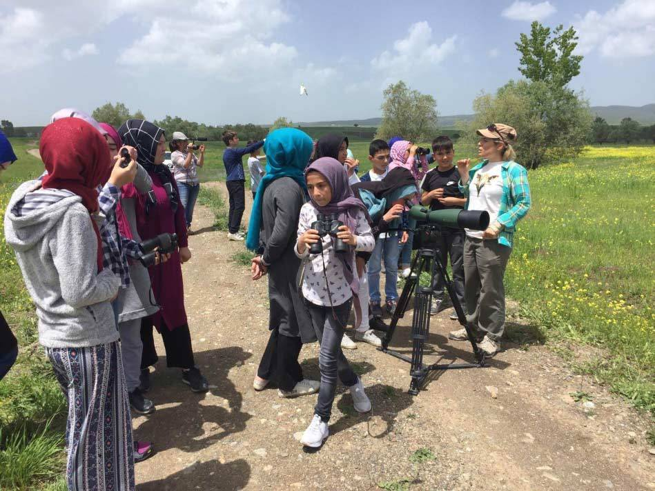 Schoolchilren take part in an awareness day. © Nurten Şalıkara.